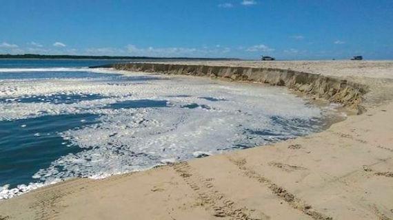 beach-sinhole