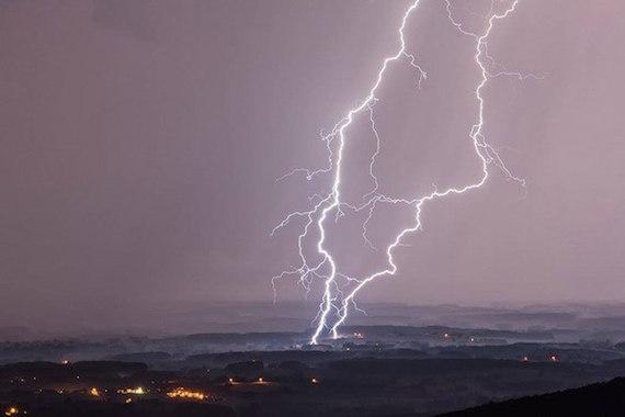 france-double-lightning