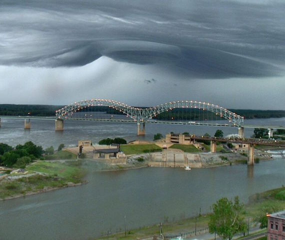 ufo-like-cloud-memphis-tennessee