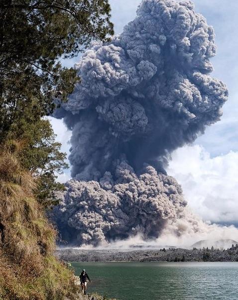 rinjani-eruption-b1