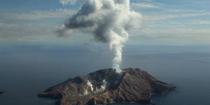 volcanic-eruption-april-2016-1
