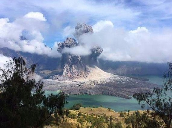 rinjani-eruption-b2