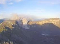 噴火のさらなる増加 : 12月は最...