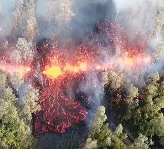 ハワイ:キラウエア火山の噴火により非常事態宣言。複数の噴火は1951年以来。噴火の翌日にはマグニチュード6.9の地震も発生