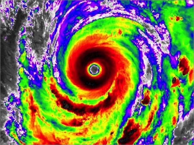 カテゴリー5のスーパー台風として日本に向かうハギビス / 台風